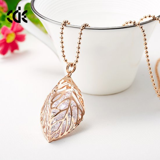 Rose Gold Leaf Full In Crystal Pendant Necklace - Click Image to Close