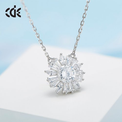 925 Sterling Silver Simple Crystal Pendant Necklace