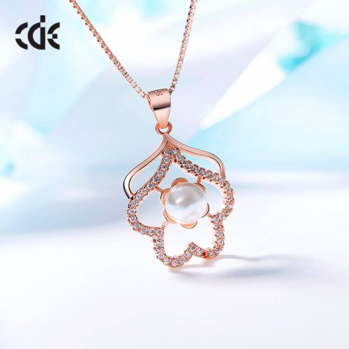 Rose Gold Crystal Pendant Necklace With Pearl