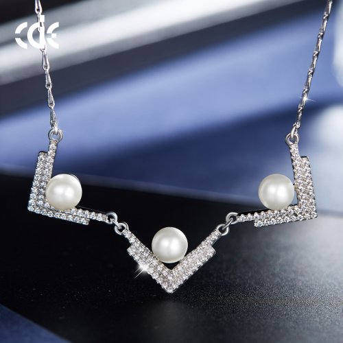 925 Sterling Silver Fly Pearls Crystal Pendant Necklace